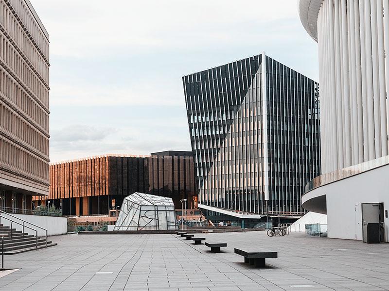 Parte moderna di Lussemburgo con i Palazzi della Corte di Giustizia Europea, Parlamento e Filarmonica